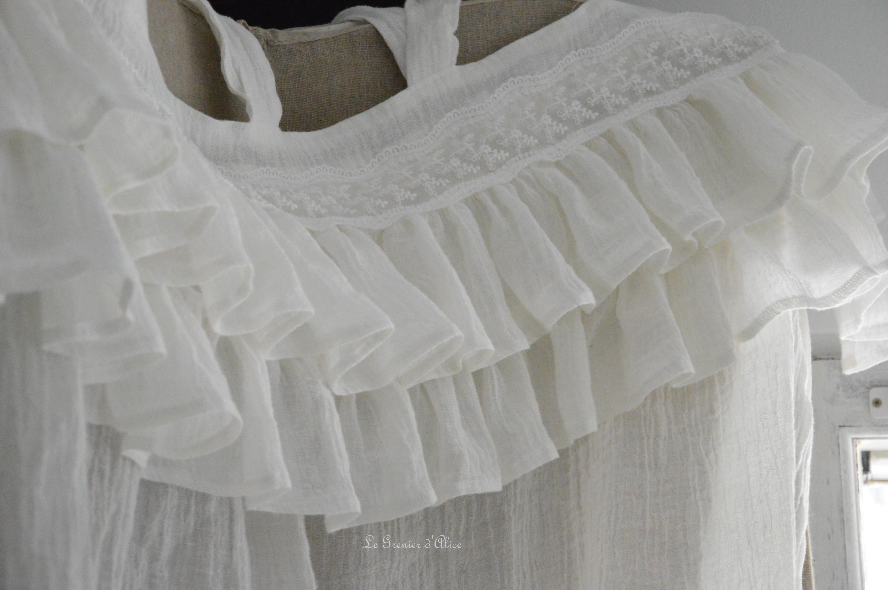 rideau shabby chic le grenier dalice rideau romantique en voile de lin ivoire volant froufrou. Black Bedroom Furniture Sets. Home Design Ideas