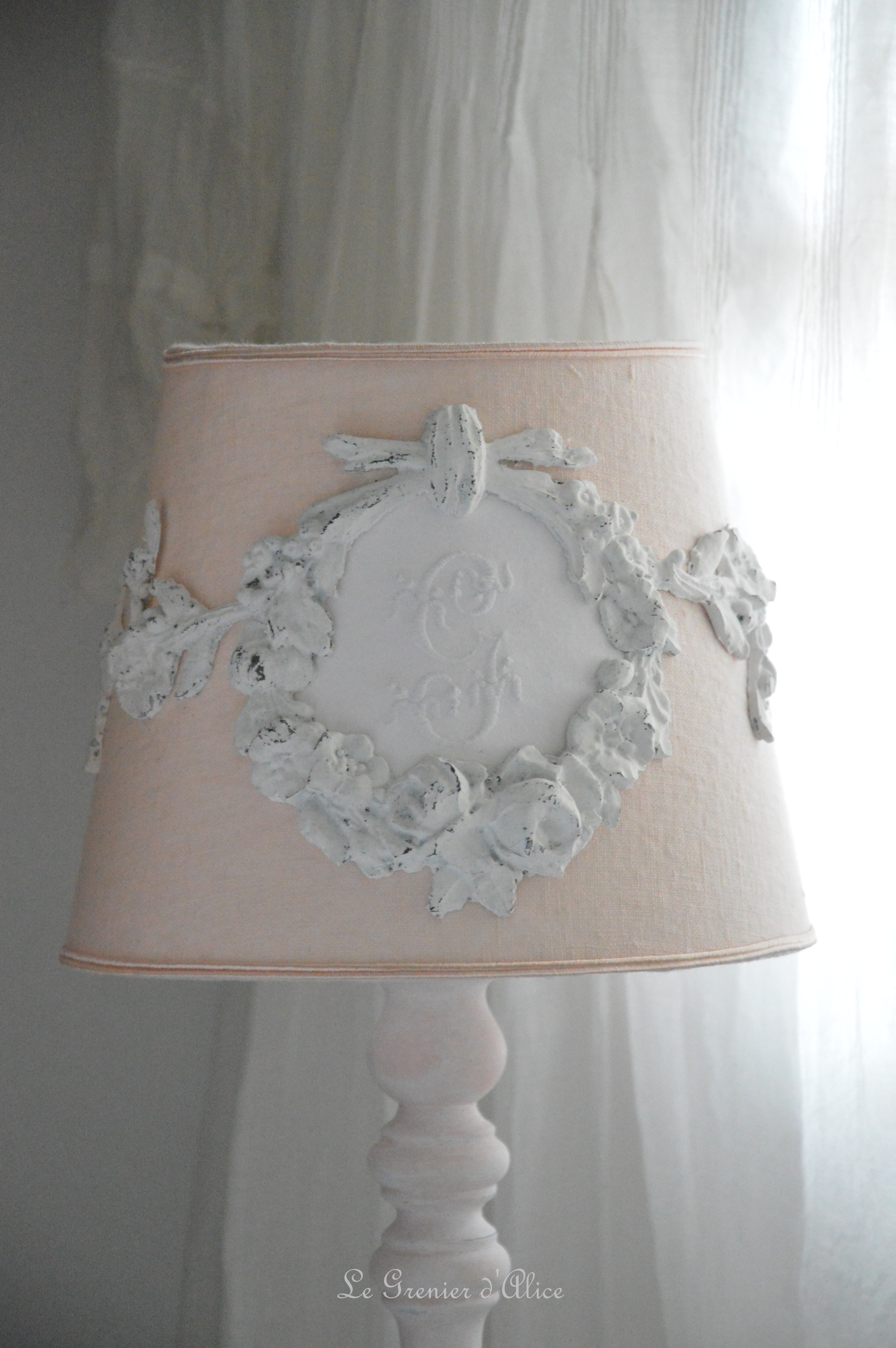 lampe shabby latest splendide pied de lampe shabby chic et raffin with lampe shabby awesome. Black Bedroom Furniture Sets. Home Design Ideas