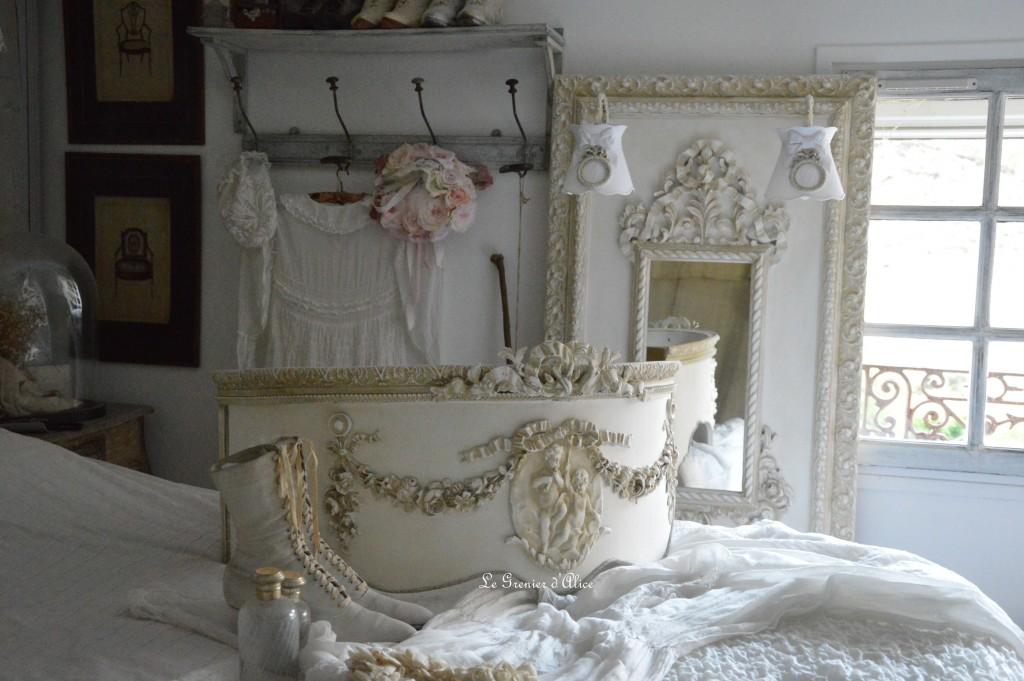 lit style romantique maison design. Black Bedroom Furniture Sets. Home Design Ideas